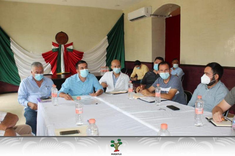 Presidentes de las ligas de fútbol se reunieron con autoridades de salud y presidencia para analizar