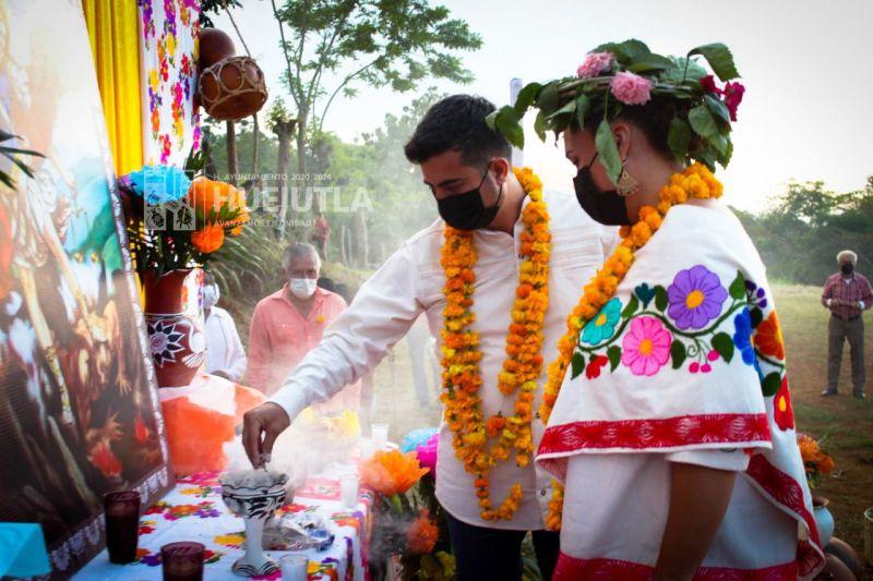 Realizan primera ofrenda a San Miguel